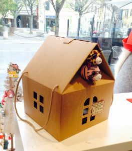 sacchetto natalizio a forma di casa