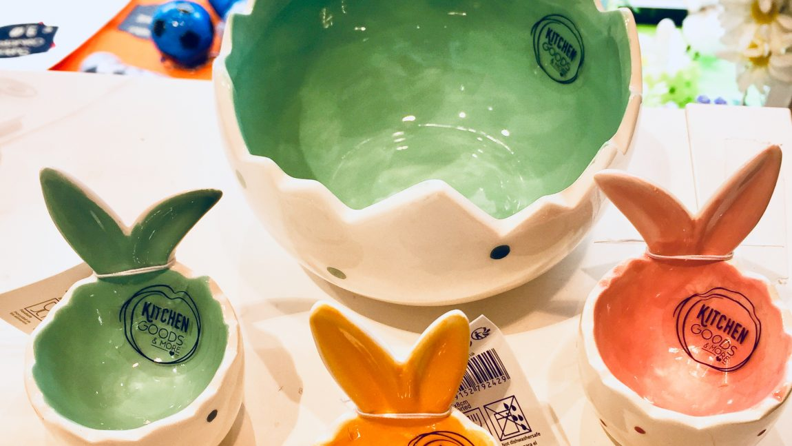 Ciotole e portauovo in ceramica